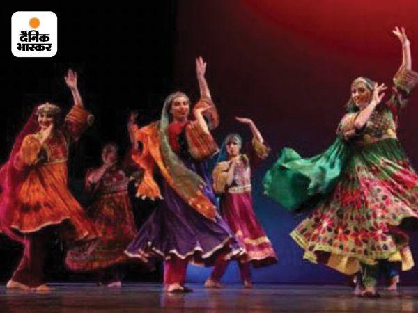 एक अकाउंट ने अफगानी डांस की यह तस्वीर पोस्ट की। अगस्त, 2012 में सिल्क रोड शो के दौरान अमेरिका के बैले अफसाने डांस ग्रुप ने अफगानिस्तान की पारंपरिक पोशाक में डांस प्रस्तुत किया था।