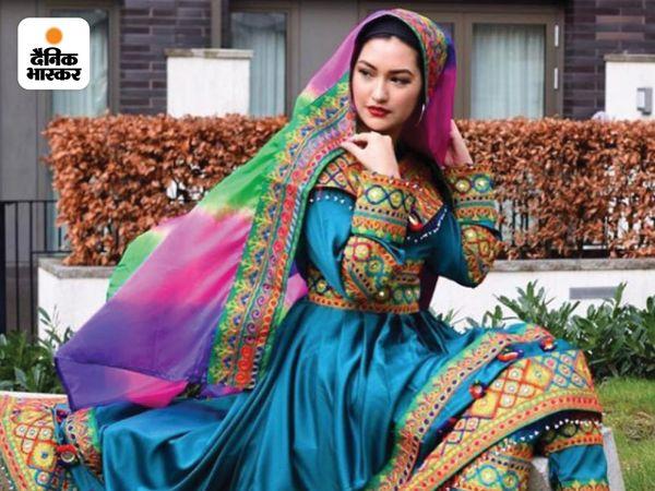 महिलाएं तालिबान के कट्टर फरमानों के खिलाफ अपनी आवाज बुलंद कर रही हैं। इन तस्वीरों पर लोग कमेंट कर रहे हैं कि हमें पता भी नहीं था अफगानिस्तान की कोई पारंपरिक पोशाक भी है।