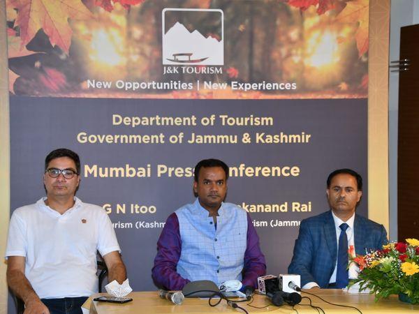 बुधवार को जम्मू और कश्मीर टूरिजम के अधिकारी मुंबई पहुंचे और लोगों को कश्मीर आने के न्यौता दिया। - Money Bhaskar