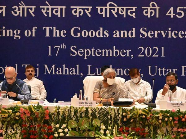 वित्त मंत्री निर्मला सीतारमण ने कोविड के बाद GST काउंसिल की पहली फिजिकल मीटिंग के फैसलों की जानकारी दी। - Money Bhaskar
