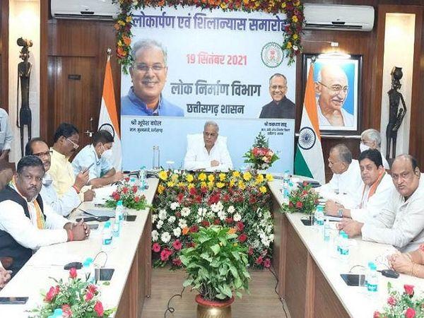 मुख्यमंत्री निवास से आयोजित वर्चुअल समारोह में विभिन्न जिलों में लोक निर्माण विभाग के कार्यों का लोकार्पण और भूमिपूजन हुआ। - Money Bhaskar