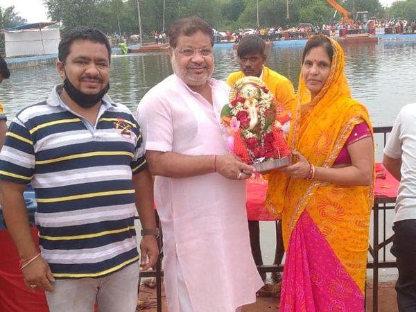 रायपुर के सांसद सुनील सोनी परिवार के साथ।