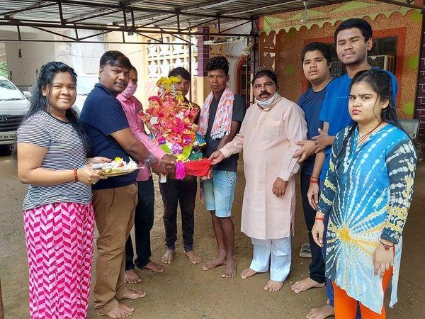 पूर्व मंत्री केदार कश्यप परिवार के साथ।