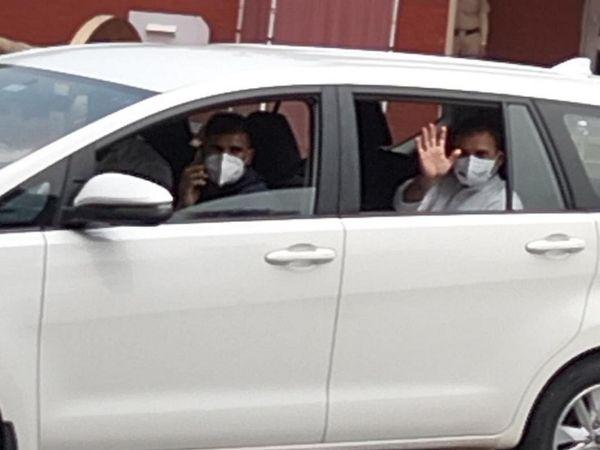 पंजाब के नए CM चन्नी के शपथ ग्रहण के बाद वापस रवाना होते राहुल गांधी।