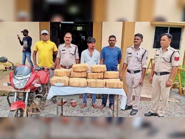 जगदलपुर. पुलिस की गिरफ्त में गांजा तस्करी के दोनों आरोपी। - Money Bhaskar
