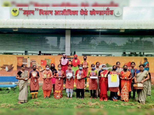 कोंडागांव. कृषक प्रोड्यूसर कंपनी लिमिटेड बनाने वाली समूह की महिलाएं। - Money Bhaskar