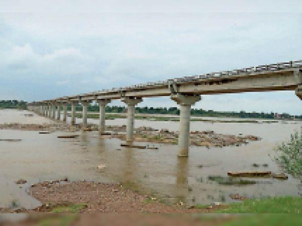 नर्मदा पर छीपानेर में बना पुल। - Money Bhaskar