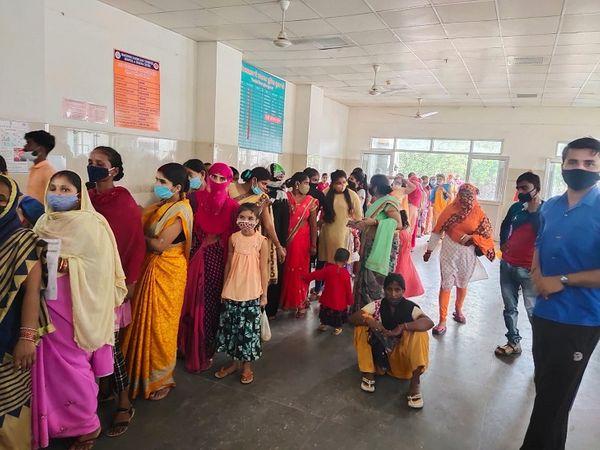 कांशीराम अस्पताल में सर्वर ठप होने के चलते लगी लंबी लाइनें - Money Bhaskar
