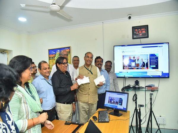 वीसी ने एलुमनाई एसोसिएशन के पो - Money Bhaskar