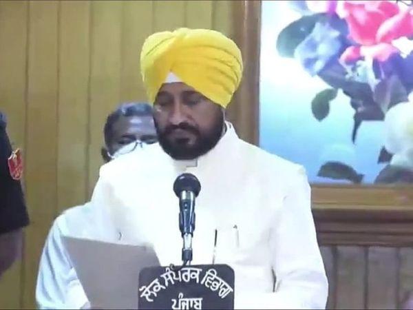 CM पद की शपथ लेते चरणजीत सिंह चन्नी ।