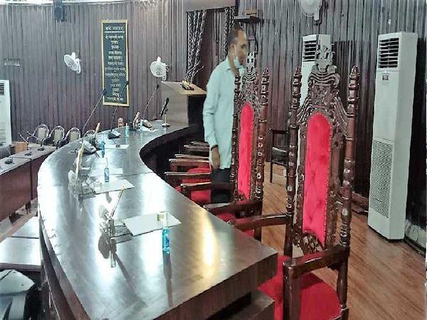 मंगलवार को होने वाले चुनाव को लेकर नगर निगम सदन में शुरू हुई तैयारियां। - Money Bhaskar