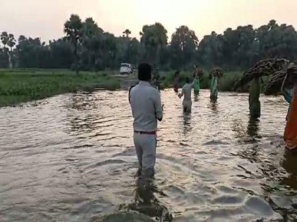 नक्सल प्रभावित इलाका में पुलिस ने की ताबड़तोड़ छापामारी। - Money Bhaskar