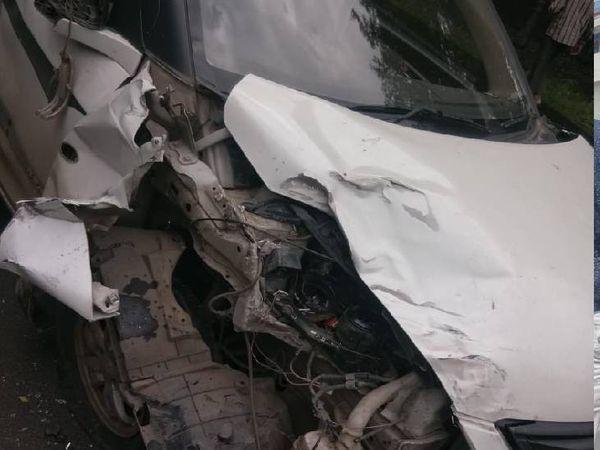 हादसे के बाद कार कुछ इस तरह क्षतिग्रस्त हो गई। पुलिस हादसे के बाद से घायलों का प्राइवेट अस्पताल में पता लगा रही है। - Money Bhaskar