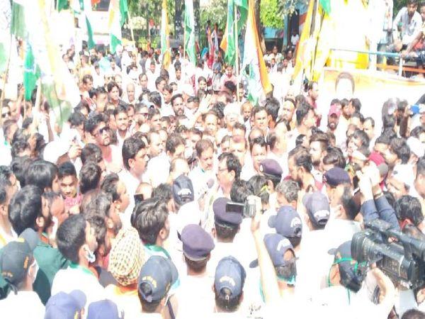 कांग्रेस विधायक एवं पूर्व मंत्री लखन घनघोरिया ने मच्छरजनित बीमारियों को लेकर निकाला जनआक्रोश पदयात्रा। - Money Bhaskar