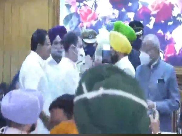 पंजाब की नई लीडरशिप को बधाई देते राहुल गांधी।