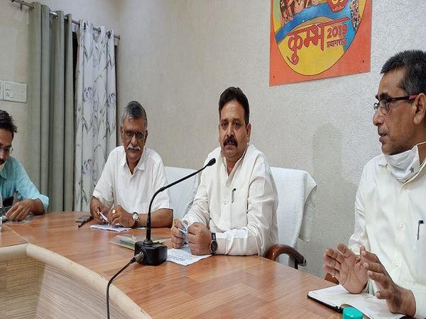 सर्किट हाउस में पत्रकारों से ब - Money Bhaskar