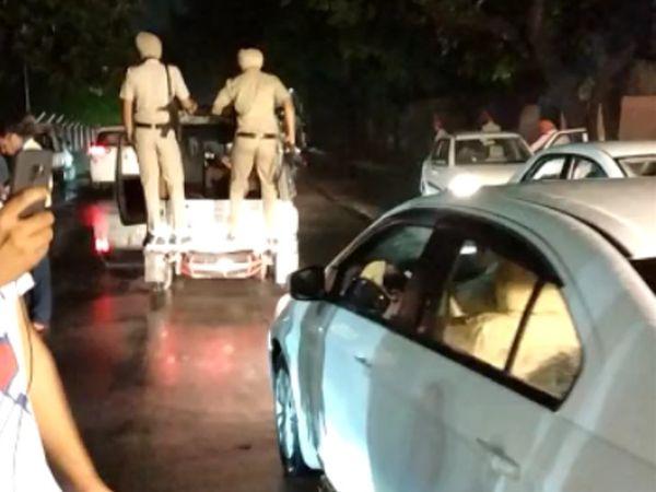 पंजाब सचिवालय के बाहर भारी सुरक्षा के बीच कांग्रेस नेताओं का काफिला पहुंचा।