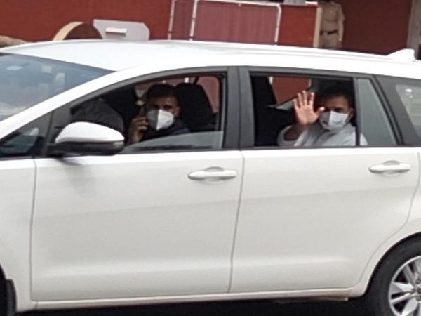 शपथ ग्रहण समारोह के बाद पंजाब राजभवन से लौटते राहुल गांधी।