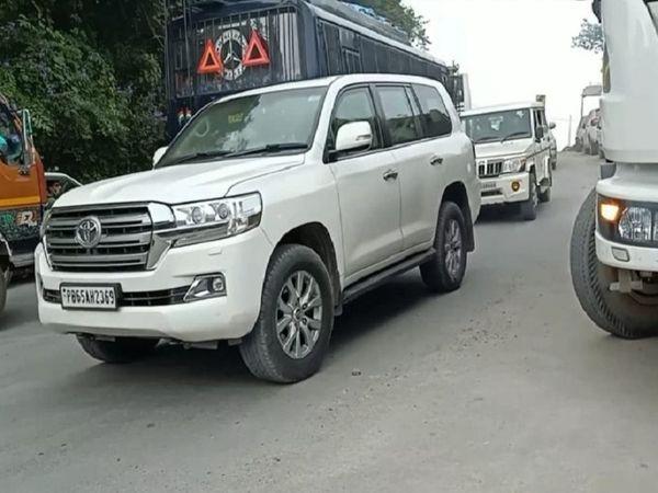 पंजाब नंबर की वह गाड़ी, जिसमें सोनिया गांधी शिमला पहुंचीं।