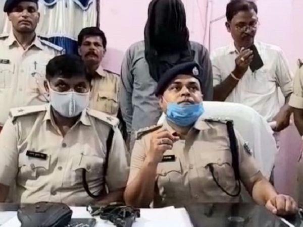 पुलिस की गिरफ्त में फर्जी IPS. - Money Bhaskar