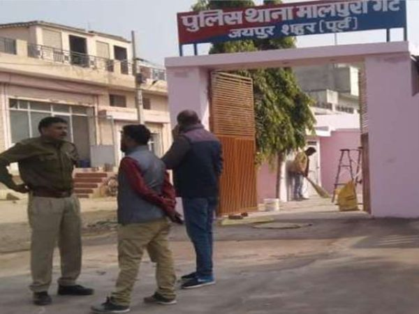 जयपुर में मालपुरा गेट थाना पुलिस ने सोने की नकली माला बेच रहे दो ठगों को गिरफ्तार किया है - Money Bhaskar