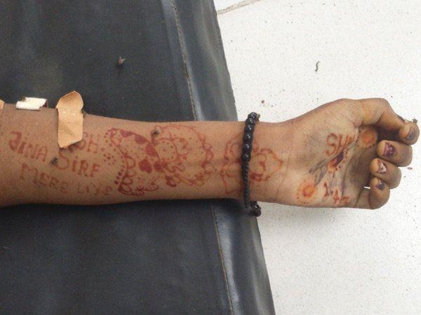 फोटो: आत्महत्या करणा-या युवतीच्या हातावर 'जीना सिर्फ मेरे लिए' असे मेहंदीने लिहले होते. - Divya Marathi