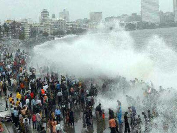 मुंबईला हायटाईडचा मोठा धोका आहे. - Divya Marathi
