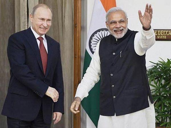 फाईल फोटो- रशियन राष्ट्राध्यक्ष पुतिन आणि मोदी... - Divya Marathi