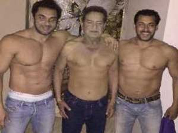 """अभिनेता सलमान खानने आपल्या वडिलांना """"फादर्स डे'च्या निमित्ताने शुभेच्छा दिल्या. त्यावेळी सलमान खानने वडील व भाऊ सोहेल सोबतचा फोटो शेअर केला आहे. - Divya Marathi"""