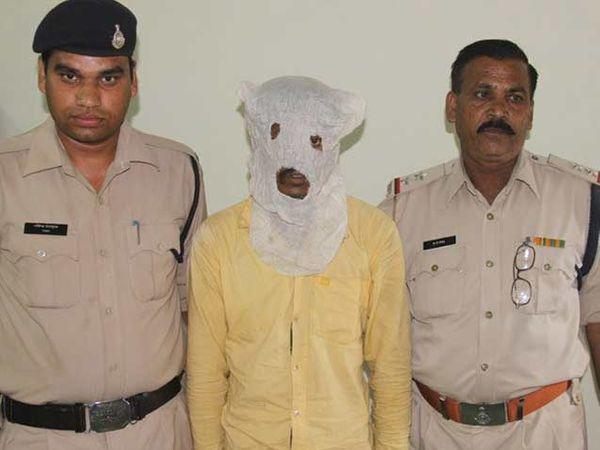 पोलिसांच्या ताब्यात असलेला आरोपींचा म्होरक्या. - Divya Marathi