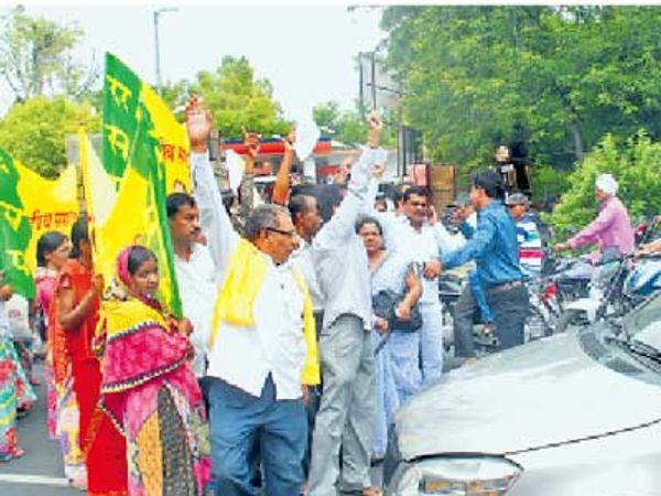 नागपुरातही पंकजा यांच्या समर्थनार्थ आंदोलन करण्यात आले. - Divya Marathi
