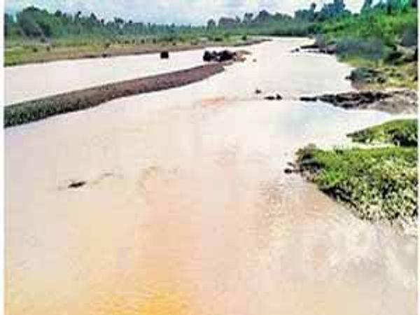 गिरणा नदीचे पात्र. - Divya Marathi