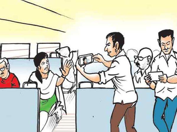 मोबाइलमध्ये फोटो काढण्यास तरुणीने विरोध केला. - Divya Marathi