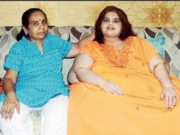 अमिता रजनी आई ममतासोबत... - Divya Marathi
