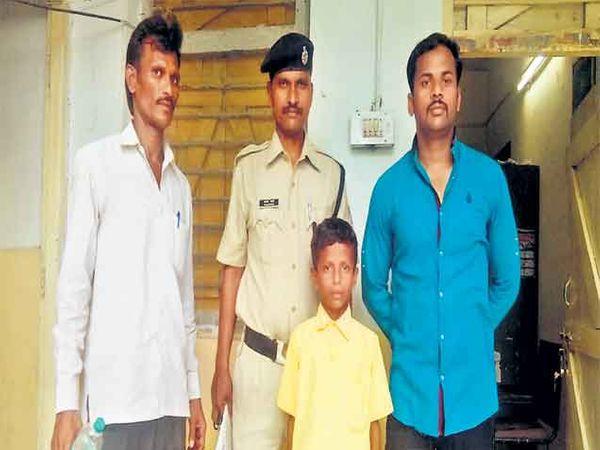 महेश बिरादाला कायदेशीर प्रक्रिया पूर्ण केल्यानंतर पोलिसांनी त्याच्या कुटुंबियांच्या स्वाधीन केले. - Divya Marathi