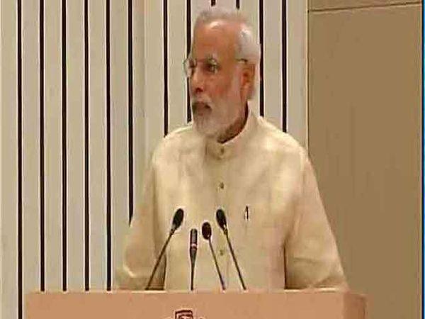 46 व्या इंडियन लेबर कॉन्फरन्समध्ये बोलताना पंतप्रधान मोदी. - Divya Marathi