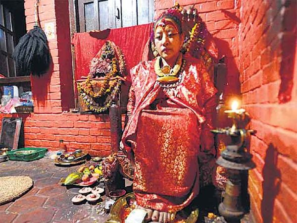 भूकंपाअाधी देवी लोकांसमोर आली नव्हती. - Divya Marathi