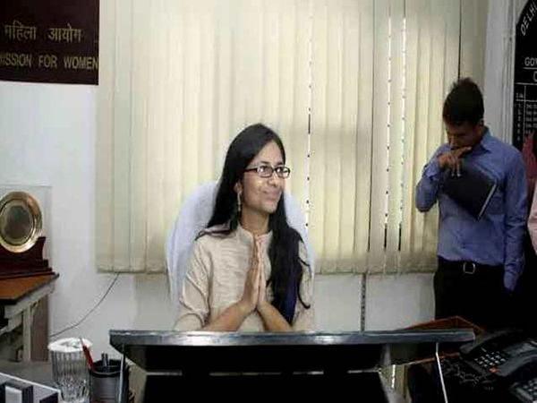 स्वाती मालीवाल यांनी सोमवारीच पदभार स्वीकारला. - Divya Marathi