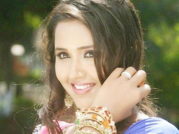 फाइल फोटोः भोजपुरी अभिनेत्री प्रियांका पंडीत - Divya Marathi