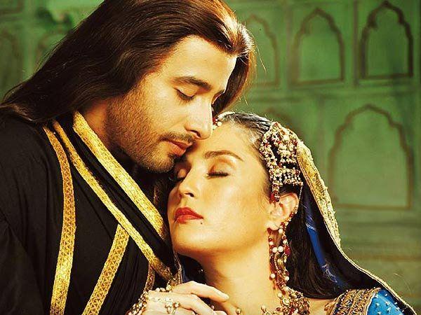 2005 मध्ये शाहजहान आणि मुमताजच्या लव स्टोरीवर आलेल्या चित्रपटात लीड रोलमध्ये जुल्फी सईद आणि सोनिया जेहान होते. - Divya Marathi