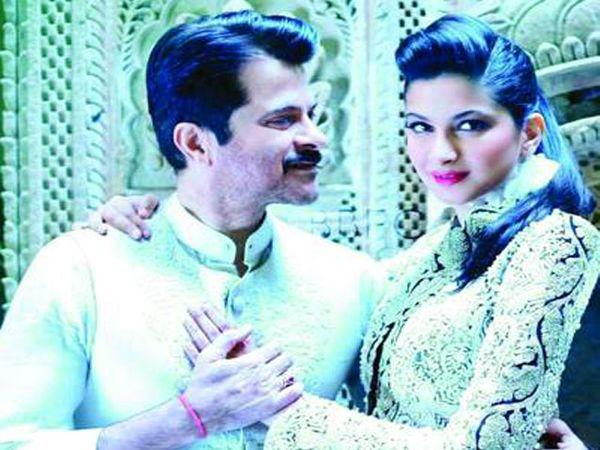 वडील अनिल कपूरसोबत रिया कपूर. - Divya Marathi