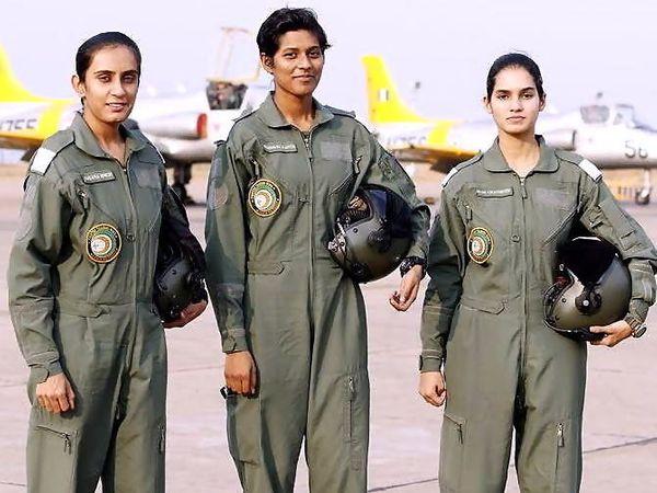 अवनी चतुर्वेदी, मोहना सिंह आणि भावना कांत या देशाच्या पहिल्या महिला फायटर फायलट. - Divya Marathi