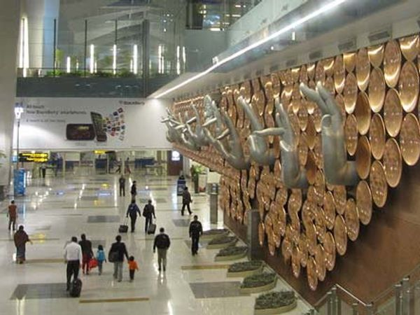 दिल्ली विमानतळ - Divya Marathi