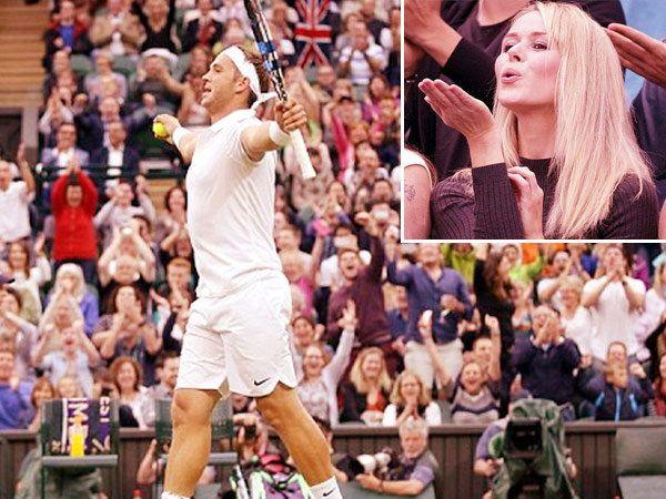 पराभवानंतरही मार्कस विलिस नारा न होता विजेत्यासारखा जल्लोष करीत होता तर त्याची गर्लफ्रेंड जेनिफरने त्याला सामन्यानंतर असा फ्लाईंग (इनसेट) किस दिला. - Divya Marathi