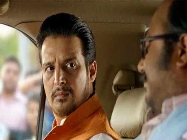 'शोरगुल' सिनेमाच्या एका सीनमध्ये जिमी शेरगिल - Divya Marathi