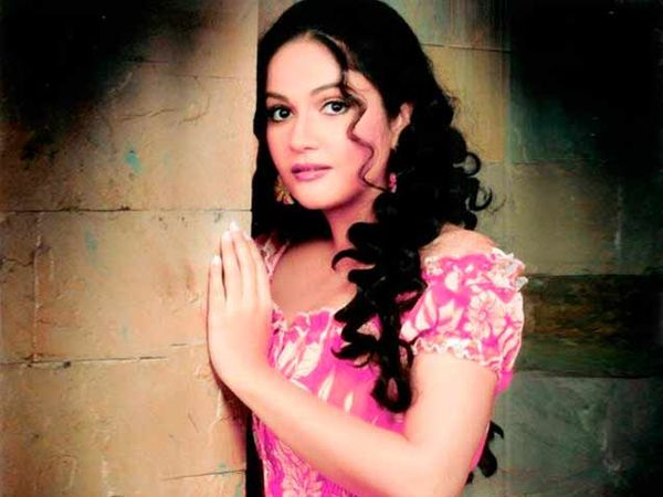 ग्रेसी सिंह सध्या 'संतोषी मां' टीव्ही मालिकेत मुख्य भूमिका साकारत आहे. - Divya Marathi
