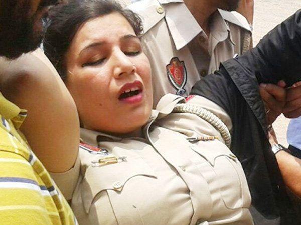 पोलिस कॉन्स्टेबल , - Divya Marathi