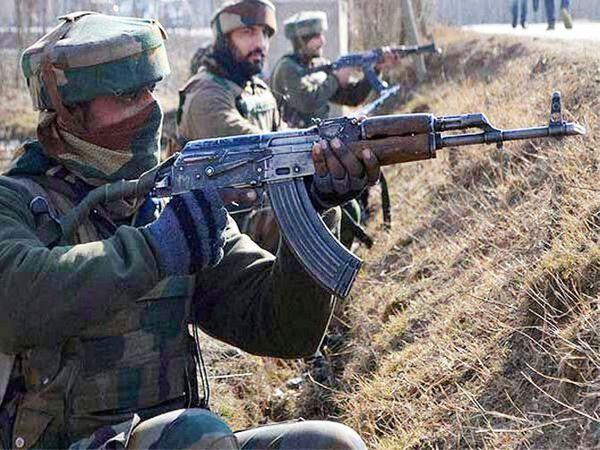 नौहट्टा चौकात दहशतवादी हल्ला झाला. दहशतवाद्यांनी सीआरपीएफला लक्ष्य केले. - Divya Marathi