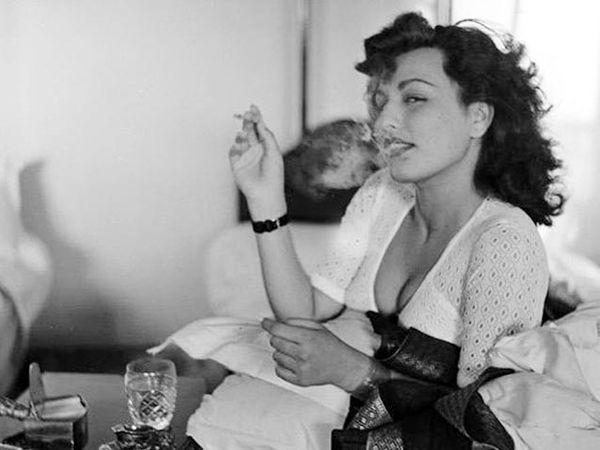 40 च्या दशकातील बॉलीवूड अभिनेत्री बेगम पारा यांच्या बोल्ड फोटोशूटमधील एक फोटो. - Divya Marathi