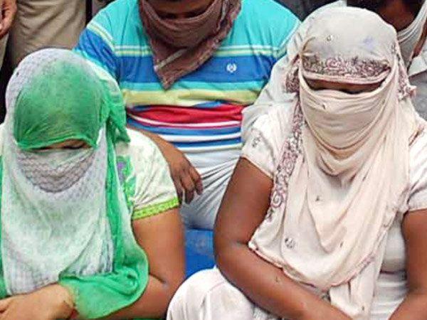 लकी ज्यूसबारमध्ये 500 ते हजार रुपये देऊन स्पेशल कॅबिनमध्ये प्रवेश मिळत होता. - Divya Marathi